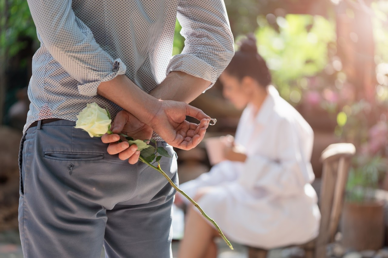 5 Beautiful Hidden Details To Consider For Your Engagement Ring